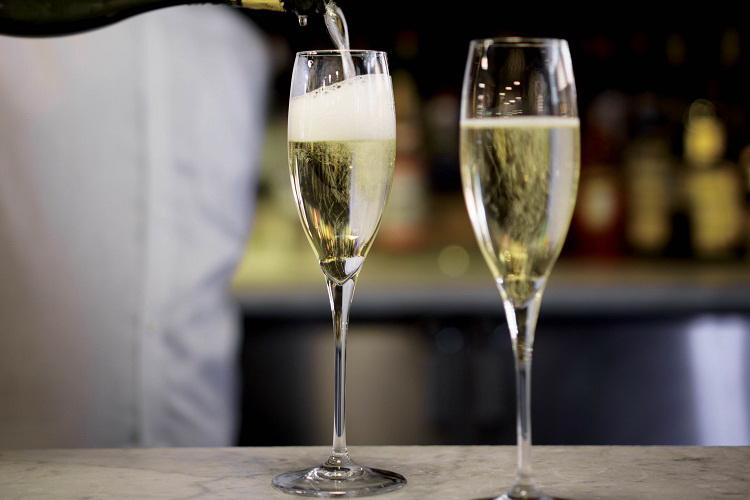 prosecco-wine-pouring-web